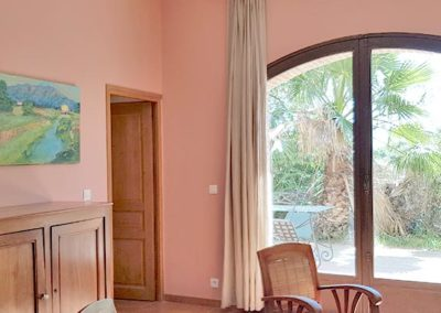 Room Bougainvilliers - living room with garden